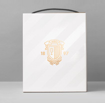 Caja cavas Maria Rigol Ordi. A Graphic Design, and Packaging project by Atipus  - 09-03-2015