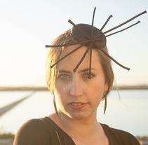 Diseño de accesorios - Tocados y sombreros. Un proyecto de Diseño, Fotografía, Diseño de complementos, Diseño de vestuario y Moda de Amaia Bloom - 28-05-2014