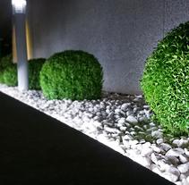 Zouk Hotel. Jardín Escenográfico para la Recepción de Clientes. A Design, Interior Architecture, Interior Design, L, scape Architecture, Lighting Design, and Set Design project by Rubén Couso         - 22.09.2015
