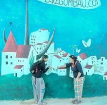 MURAL AL PARQUE INFANTIL, EN LAS CASAS DE ALCANAR (TARRAGONA). Um projeto de Ilustração, Design de personagens, Artes plásticas, Pintura e Arte urbana de Lara Gombau         - 14.10.2016
