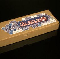 Caleiduino - Branding & Packaging. Un proyecto de Br, ing e Identidad, Diseño gráfico y Packaging de Laura Singular - 31-01-2017