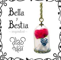 Bella y Bestia colgante. A Design, Accessor, Design, Costume Design, Crafts, Fashion, Jewelr, Design, and Product Design project by alasdehada - 29-03-2017
