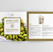 Restyling Catálogo. Un proyecto de Diseño, Ilustración, Fotografía, Br, ing e Identidad, Diseño editorial, Diseño gráfico, Infografía y Lettering de Angela Maria Lopez         - 01.01.2016