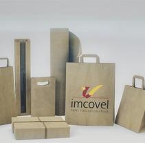 Pack shot - Bolsas de papel Imcovel. Um projeto de 3D, Br, ing e Identidade, Design industrial, Packaging e Design de produtos de Guillermo Puente Valero         - 23.04.2016